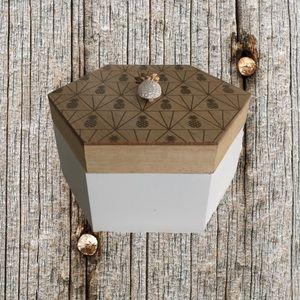 ❤️3/$30 Wooden pineapple print box.